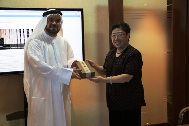 Mr. Alzari receiving the symbol of association from Ms. Liu